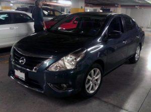 Nissan Versa azul en renta en la Ciudad de Mexico
