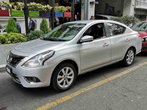 Nissan Versa gris en renta en la Ciudad de Mexico