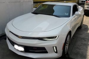 Renta Chevrolet Camaro Blanco en renta