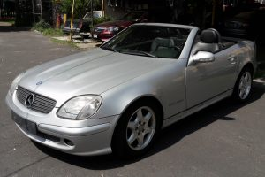 Mercedes benz gris plata convertible en renta en la ciudad de México