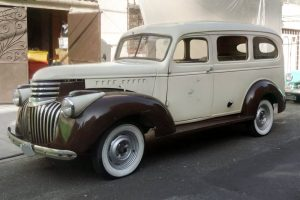 Renta Chevrolet Suburban 1947 Blanco-Café en Ciudad de México
