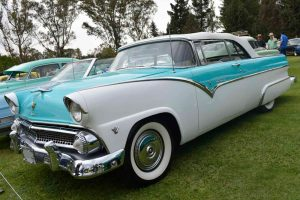 Renta Fairline 1956 Azul con Blanco Convertible en la Ciudad de México
