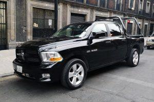 Renta pick up dodge ram negra en la ciudad de México