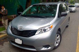 Renta Toyota Sienna Plata en la Ciudad de México