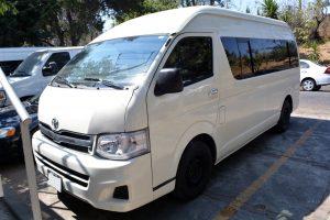 Toyota-hiace-blanca-13-pasajeros-en-renta-en-cdmx-3