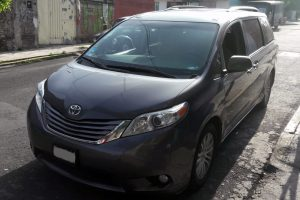 Renta Toyota Sienna Gris en la Ciudad de México