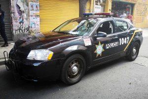 Renta patrulla Dodge Avenger negra en la Ciudad de México para filmaciones