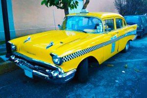 Renta taxi americano amarillo de 1950 en la ciudad de mexico