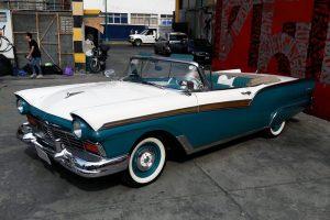 Renta fairlane 1956 blanco con azul en la Ciudad de México
