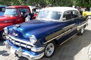 Renta chevrolet bel air 1954 azul electrico con blanco en la ciudad de mexico