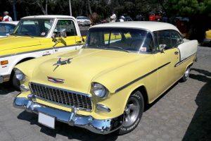 Renta chevrolet bel air 1955 amarillo y crema en la ciudad de mexico