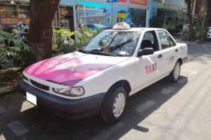 Se renta VW Tsuru Taxi CDMX Rosa-Blanco en la CDMX