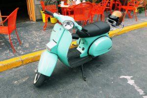 motocicleta Vespa Azul Menta en renta CDMX